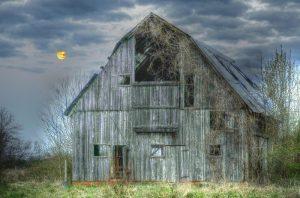moon-and-barn